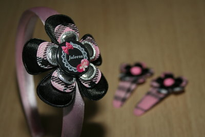 Set Haarband en 2 Kniphoesjes met Bloem schotse ruit roze