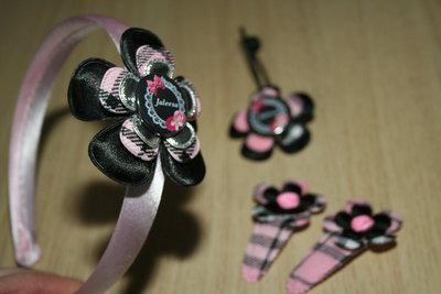 Set Haarband, haarelastiek en 2 kniphoesjes bloem schotse ruit roze