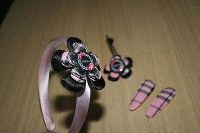 Set Haarband, haarelastiek en 2 kniphoesjes schotse ruit roze
