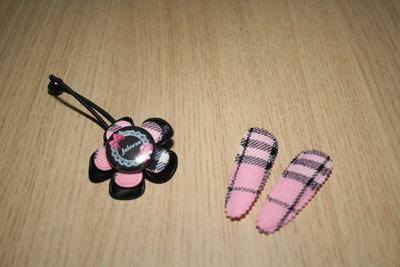 Set Haarelastiek en 2 kniphoesjes schotse ruit roze
