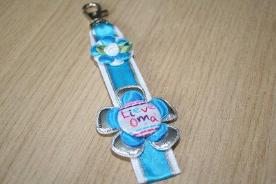 Sleutelhanger enkel lint Lieve Oma wit/zilver/blauw