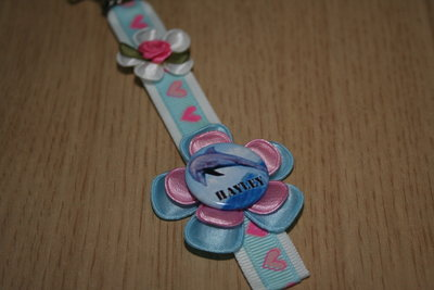 Sleutelhanger enkel Lint Dolfijn met Naam wit/lichtblauw/roze