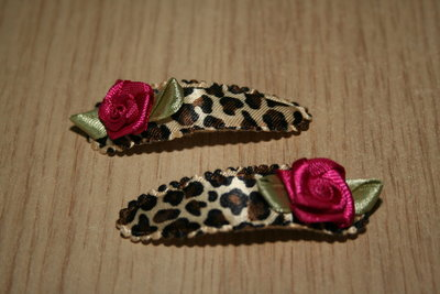Haarclipje met kniphoesje roosje dierenprint/fuchsia