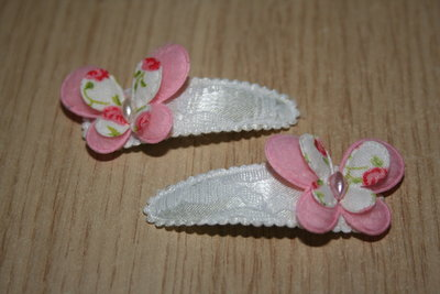 Haarclipje met kniphoesje en vlinder witkant/roze-gebloemd