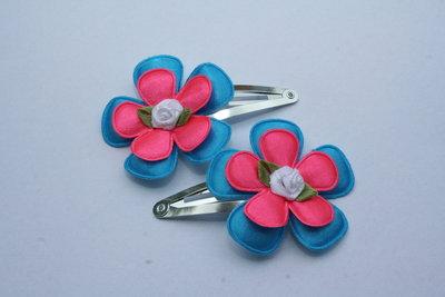 Haarclipje met roosje neonblauw/neonroze