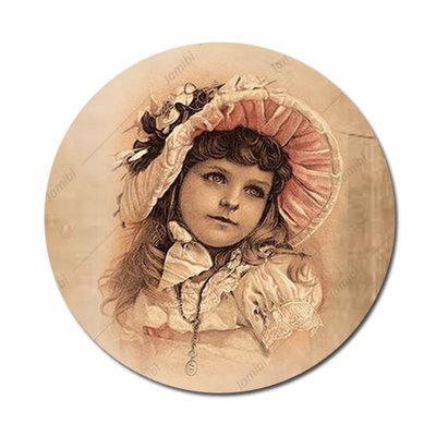 Meisje met hoed bruin