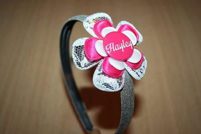 Brede Haarband met Naam wit/fuchsia/zilver
