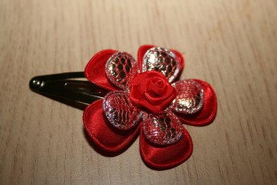 Haarclipje met roosje rood/zilverrood