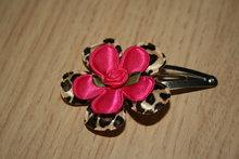 Haarclipje met roosje dierenprint/fuchsia